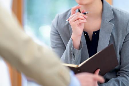男性と女性の弁護士が所属